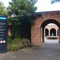 Entrance to Hamilton Gardens - Heading towards the Paradis Collection