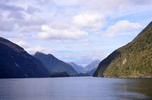 Sailing along Doubtful Sound