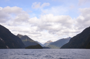Sailing into Doubtful Sound