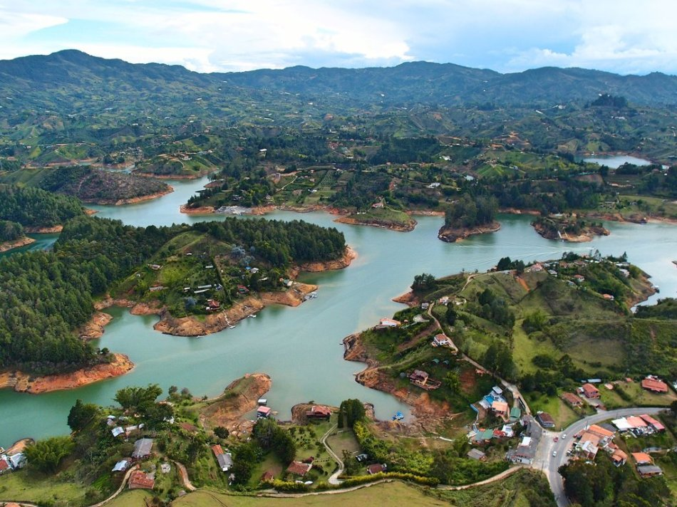 travelbeckons_guatape_lapiedra2